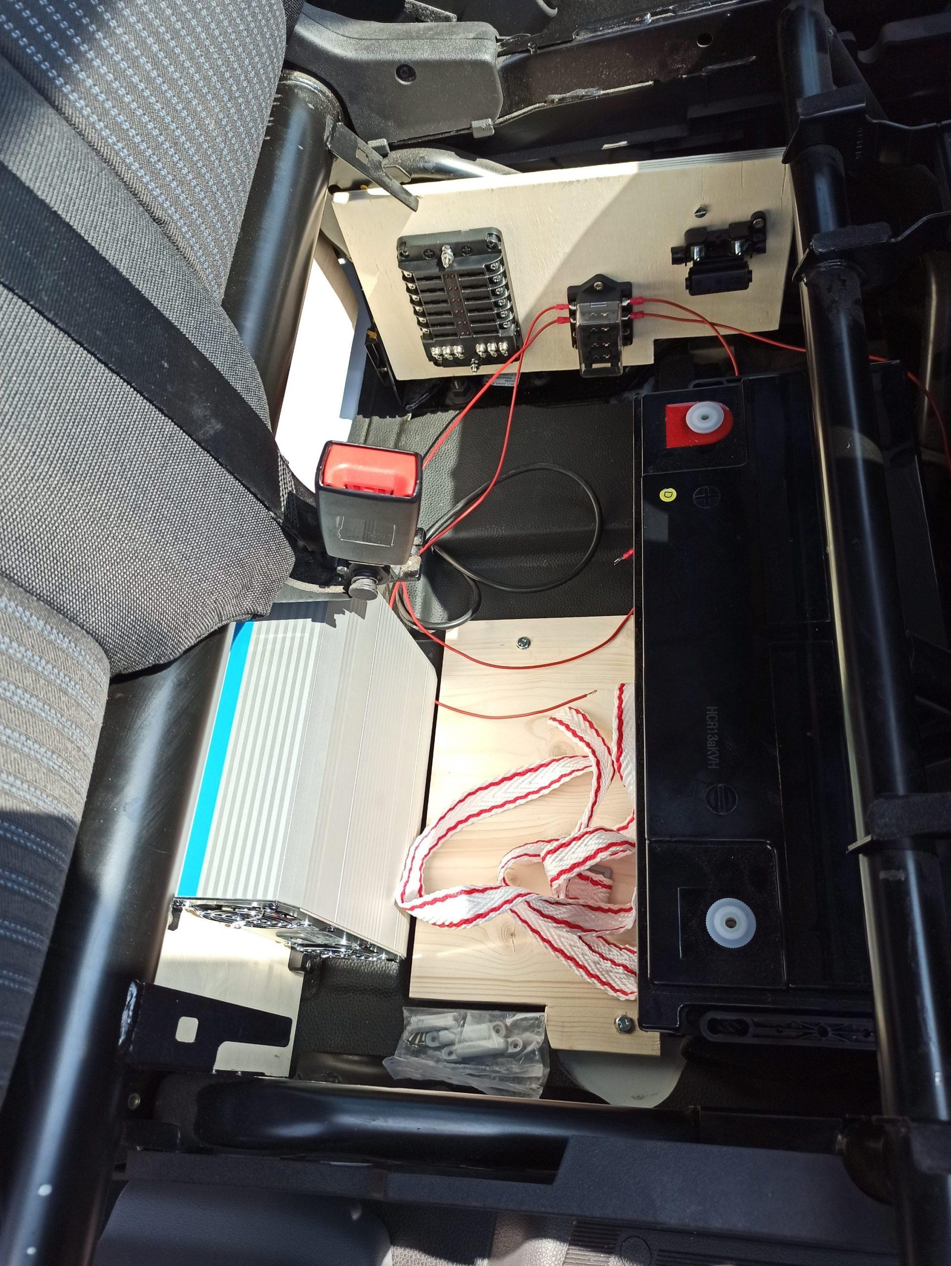 Batterie und Laderegler