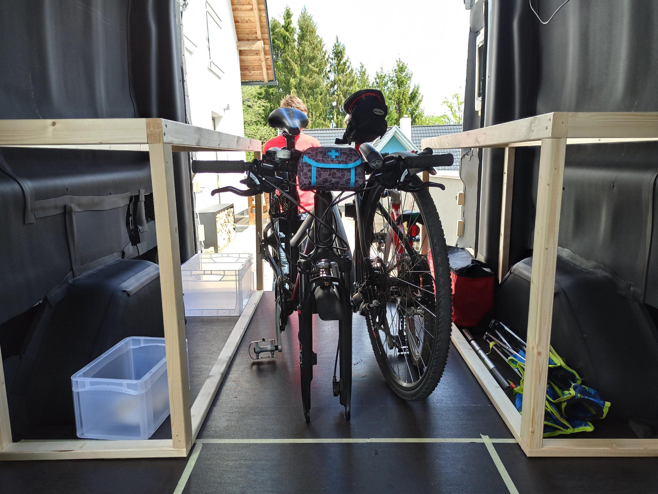 Fahrräder in der Garage